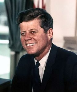640px-John_F._Kennedy,_White_House_color_photo_portrait